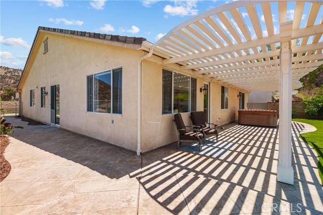 31130 Riverdale Place, Castaic CA: http://media.crmls.org/mediascn/560b83f7-4f19-4dfb-892e-71a024940814.jpg