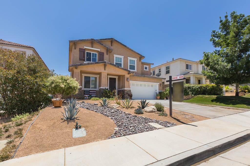 37512 Lemonwood Drive, Palmdale CA: http://media.crmls.org/mediascn/5618dc22-4922-4cd3-8948-3f38e124c136.jpg
