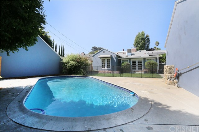 5530 Carpenter Avenue, Valley Village CA: http://media.crmls.org/mediascn/563de25a-ded2-4410-bb3b-0cb679c2a2f3.jpg