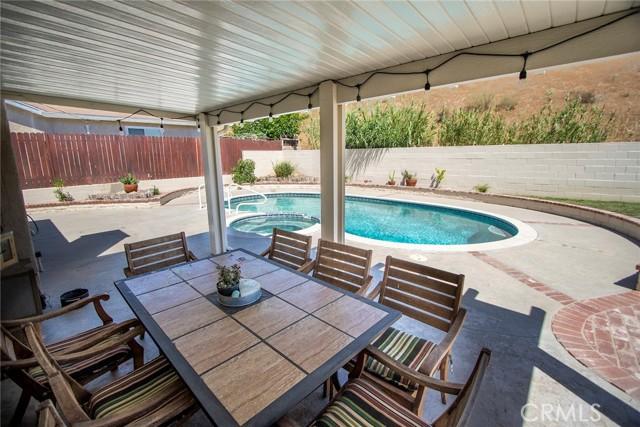 14816 Daisy Meadow Street, Canyon Country CA: http://media.crmls.org/mediascn/563f2059-a481-42e7-b42f-75d9708d025f.jpg