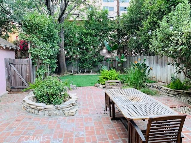 4329 Agnes Avenue, Studio City CA: http://media.crmls.org/mediascn/5655d6b7-f3da-4362-a1b2-b18260a5d65e.jpg