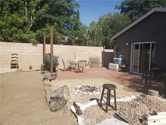 429 E Avenue J7, Lancaster CA: http://media.crmls.org/mediascn/568339da-8383-4db6-adce-3c61d2a5a622.jpg
