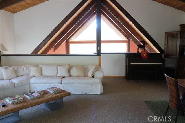 1420 Bernina Drive, Pine Mtn Club CA: http://media.crmls.org/mediascn/5692d021-d8c8-4790-b4a5-ef5566a41b80.jpg
