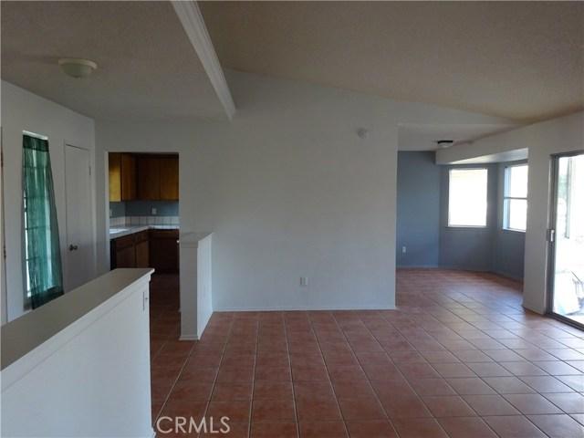 17308 Valeport Avenue, Lancaster CA: http://media.crmls.org/mediascn/5702bf6e-e245-4cd4-91bc-22317114b3f7.jpg