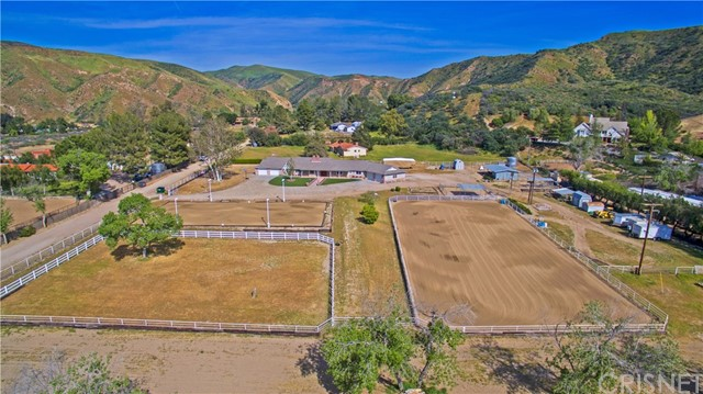 Single Family Home for Sale at 18460 Texas Canyon Road Saugus, California 91390 United States