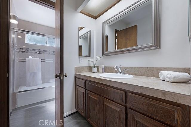 5245 Elvira Road, Woodland Hills CA: http://media.crmls.org/mediascn/57618b0c-b8ed-43d8-89f1-b729d907483e.jpg