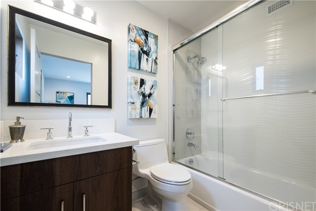 4222 1/2 Gentry Avenue, Studio City CA: http://media.crmls.org/mediascn/577e2aee-9d1a-4057-ba44-cd39d37cd455.jpg