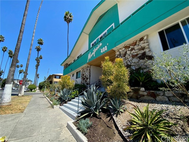 400 S Mariposa Avenue, Hollywood CA: http://media.crmls.org/mediascn/57861286-a9d2-4750-909f-7a329d11cfb7.jpg