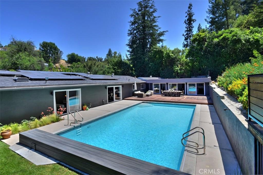 4905 QUEEN VICTORIA Road, Woodland Hills, CA 91364