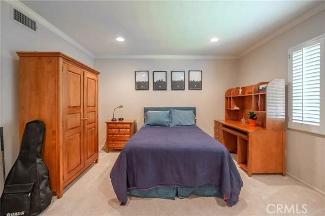 9524 Texhoma Avenue, Northridge CA: http://media.crmls.org/mediascn/579f9500-2d54-4ee3-b349-1e18938eea9f.jpg