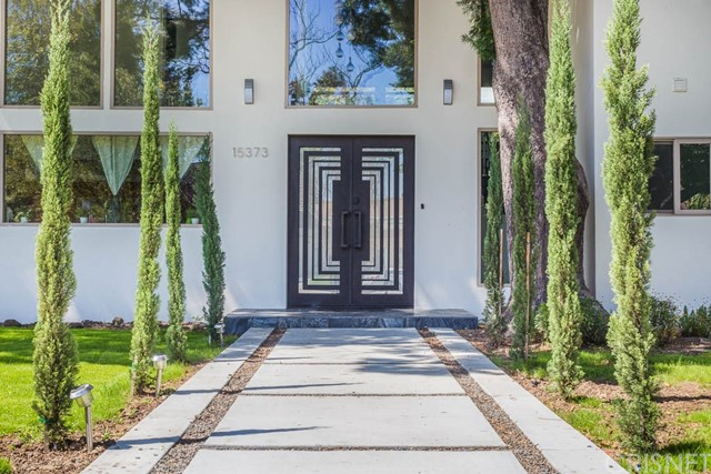 15373 Valley Vista Boulevard, Sherman Oaks CA 91403