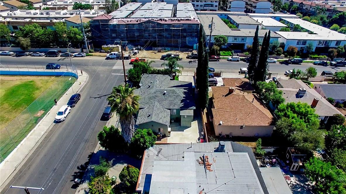 13059 Dronfield Avenue, Sylmar CA: http://media.crmls.org/mediascn/580c1c7b-131e-4fb0-8094-0d337b01f4f5.jpg