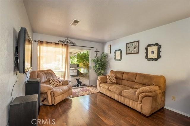 564 Conifer Drive, Palmdale CA: http://media.crmls.org/mediascn/582b765b-4053-4628-85e4-96a1a8e3106e.jpg