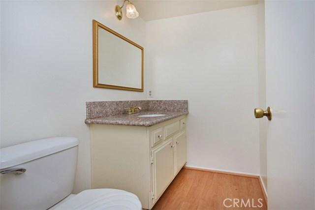 6221 1/2 Nita Avenue, Woodland Hills CA: http://media.crmls.org/mediascn/58413508-dae4-421e-89e6-09e1246303a2.jpg