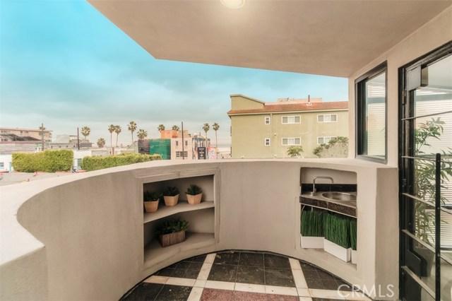 25 S Venice, Venice CA: http://media.crmls.org/mediascn/58b0c4a5-3343-4987-a6d0-8f15e4907f5d.jpg