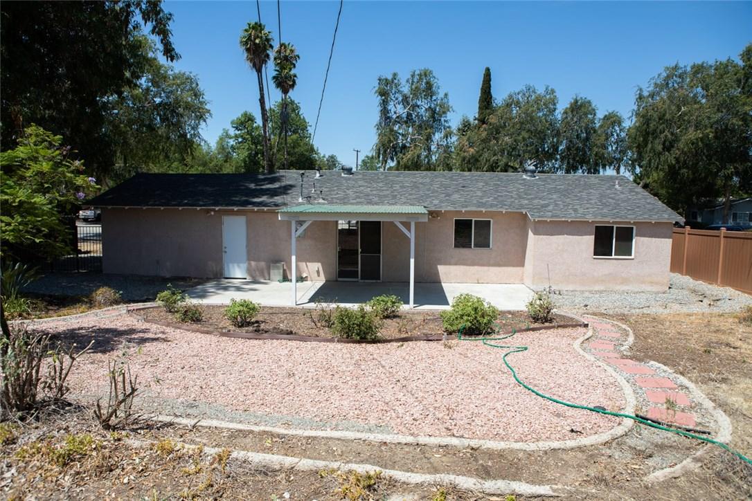 2526 Avenida De Las Plantas, Thousand Oaks CA: http://media.crmls.org/mediascn/58c7440b-965e-424e-8844-97222aadb576.jpg
