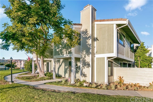 27069 Crossglade Avenue, Canyon Country CA: http://media.crmls.org/mediascn/58d0e8a6-1c72-40a6-916c-087c5e95e5fe.jpg