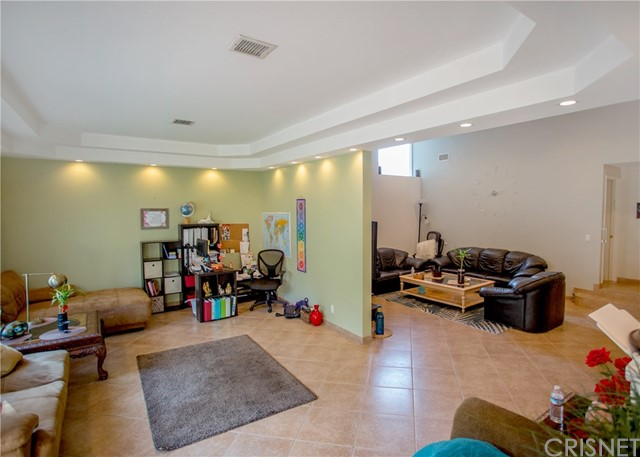 10564 Limerick Avenue, Chatsworth CA: http://media.crmls.org/mediascn/58e1e8aa-0fae-4f03-9f14-b8f5d4ef05a7.jpg