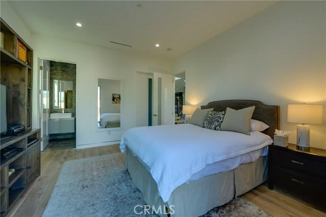 823 N Mansfield Avenue, Hollywood CA: http://media.crmls.org/mediascn/5900f4cc-52db-4565-87e2-5cc43d5d3095.jpg