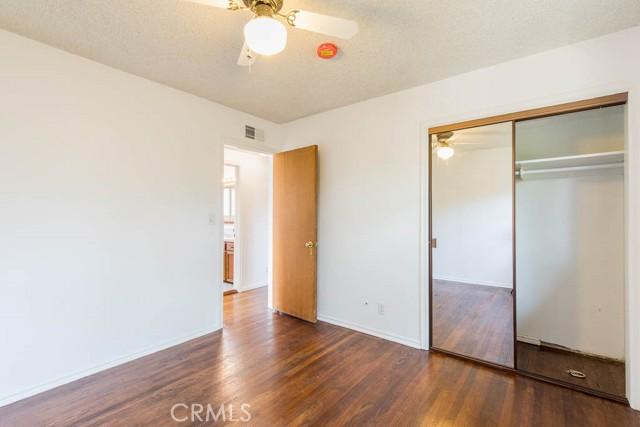 10920 Garden Grove Avenue, Northridge CA: http://media.crmls.org/mediascn/5901283b-ded9-4640-a5db-19c35300ad3a.jpg