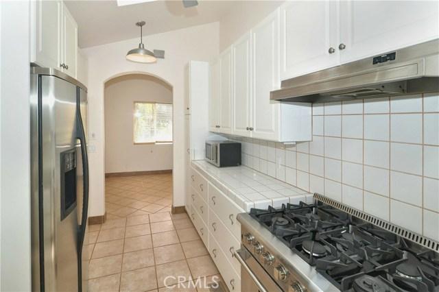 703 San Doval Place, Thousand Oaks CA: http://media.crmls.org/mediascn/5962d350-a84b-42b4-84e8-541c8452bef4.jpg