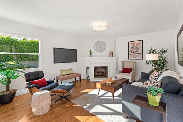 4631 Nagle Avenue, Sherman Oaks CA: http://media.crmls.org/mediascn/59f0840c-9506-43d3-8480-f56c00855631.jpg
