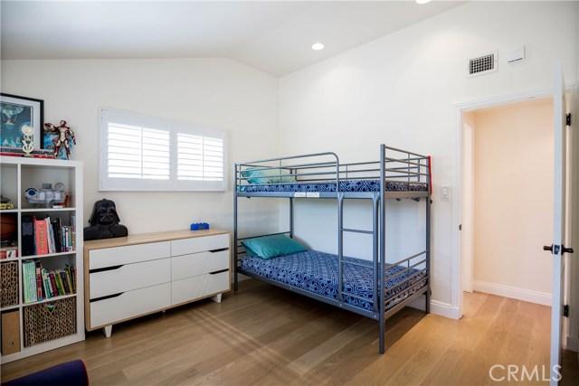5000 Lauderdale Avenue, La Crescenta CA: http://media.crmls.org/mediascn/59f88386-51e2-4099-a867-ba2780e1a6e4.jpg