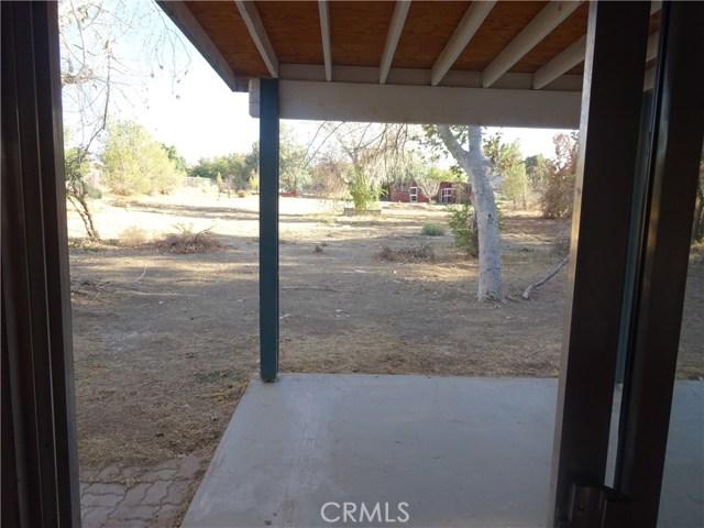 17308 Valeport Avenue, Lancaster CA: http://media.crmls.org/mediascn/5aa23576-47f1-47dc-b313-a6bcb64d076e.jpg