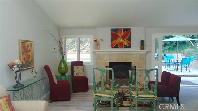 23704 Sandalwood Street, West Hills CA: http://media.crmls.org/mediascn/5aacf149-c692-4433-ad45-f8c27c192552.jpg