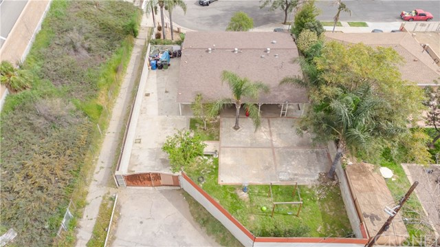 14707 Hagar Street, Mission Hills (San Fernando) CA: http://media.crmls.org/mediascn/5af8e8d7-06b8-44c7-8087-7b8e342e1924.jpg