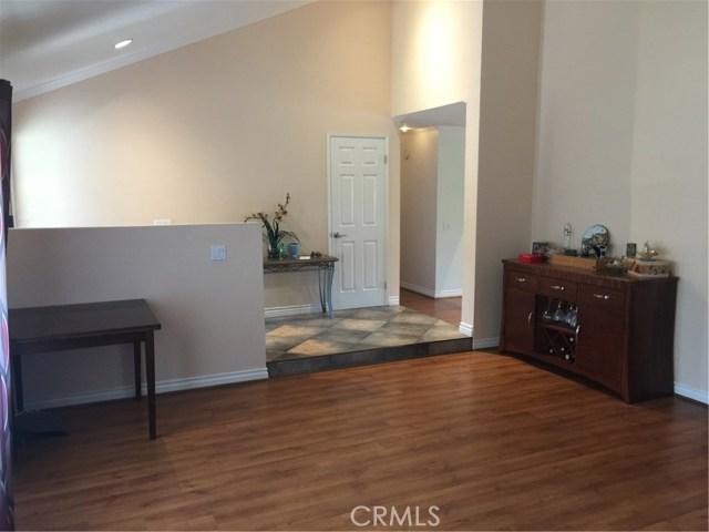 6305 Timberlane Street, Agoura Hills CA: http://media.crmls.org/mediascn/5b63b684-26bb-4eb2-85a4-a7866889acf6.jpg