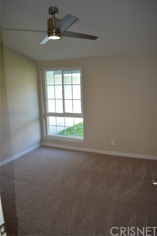 19006 Calla Way, Canyon Country CA: http://media.crmls.org/mediascn/5b7a6327-323c-45ae-9334-3bd66b2b6f4d.jpg