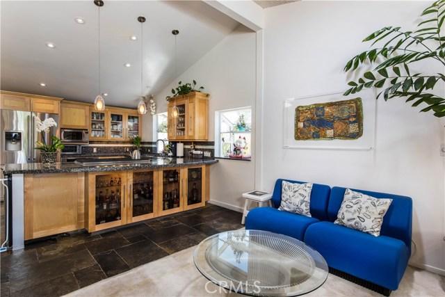 5814 Mcdonie Avenue, Woodland Hills CA: http://media.crmls.org/mediascn/5b7af2b6-57c8-4338-93b3-191fdee31631.jpg