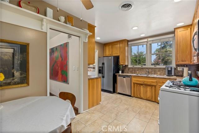 19531 Calvert Street, Tarzana CA: http://media.crmls.org/mediascn/5ba12428-3199-4b27-ac66-a0cd10ec3903.jpg