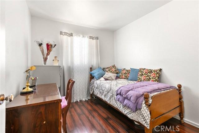 3391 Haven Street, Rosamond CA: http://media.crmls.org/mediascn/5bab22c0-87bd-4b8e-a35b-9e3c3c198141.jpg