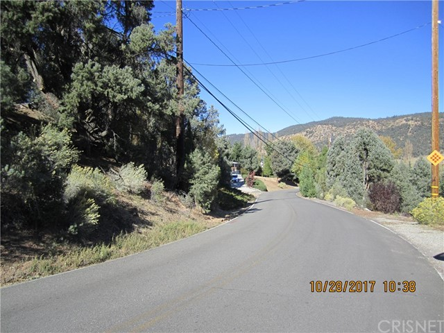 1305 Pinetree Drive, Frazier Park CA: http://media.crmls.org/mediascn/5c0dbfd9-ffa7-46c0-a5da-7661fc8e951b.jpg