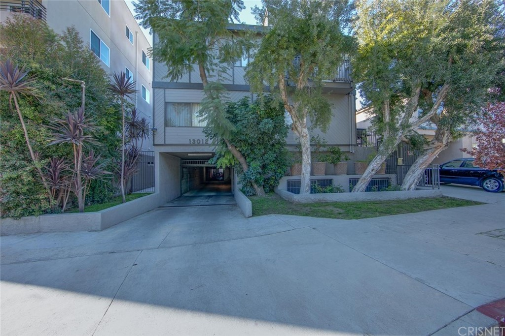 Photo of 13012 VALLEYHEART DRIVE #8, Studio City, CA 91604