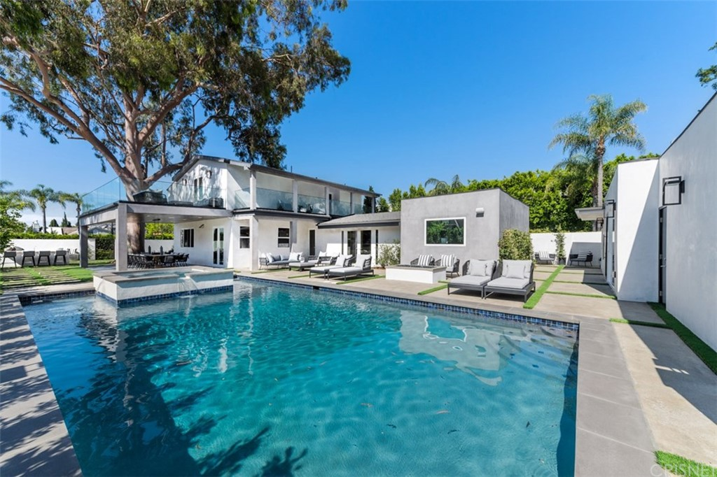 Photo of 15362 SUTTON Street, Sherman Oaks, CA 91403