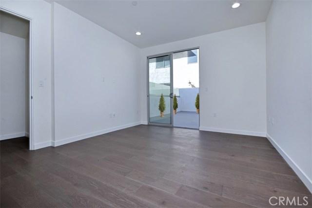 12045 Guerin Street, Studio City CA: http://media.crmls.org/mediascn/5d1455e5-a1b4-4da7-bcbb-7be83d210bce.jpg