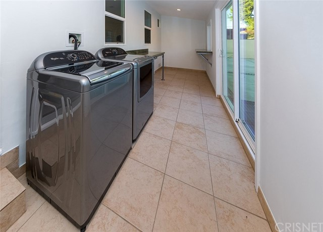 6034 Morella Avenue, North Hollywood CA: http://media.crmls.org/mediascn/5d179d47-570c-4833-9732-857556b059f3.jpg