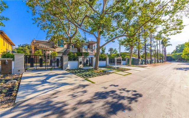 Single Family Home for Sale at 11560 Dilling Street Studio City, California 91604 United States
