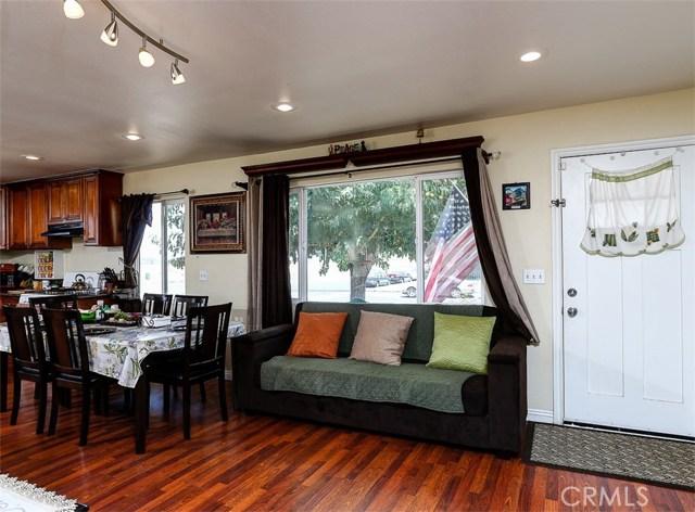38757 Glenbush Avenue, Palmdale CA: http://media.crmls.org/mediascn/5d3b415b-05ed-4d4b-a059-34e7ba053ceb.jpg