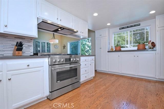 23307 Weller Place, Woodland Hills CA: http://media.crmls.org/mediascn/5d84691d-0cb0-4d5b-b717-82265d779eb7.jpg