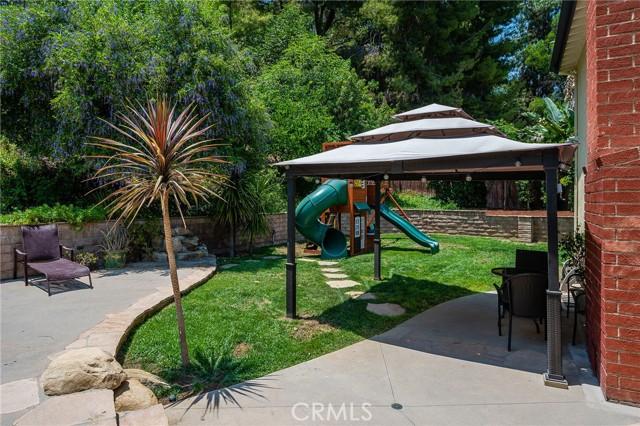 20324 Reaza Place, Woodland Hills CA: http://media.crmls.org/mediascn/5d9b2c3b-344a-441d-b479-d0b0ccf2b63a.jpg