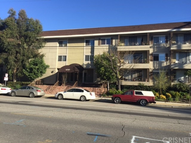 Condominium for Rent at 10707 Camarillo Street Toluca Lake, California 91602 United States