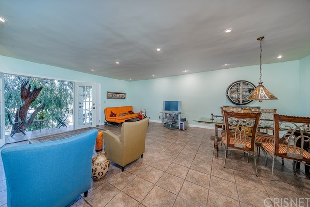 15344 Weddington Street, Sherman Oaks CA: http://media.crmls.org/mediascn/5df1cabe-2bfc-42d8-93fa-348a85d16e12.jpg