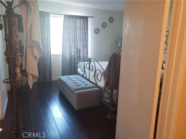 429 E Avenue J7, Lancaster CA: http://media.crmls.org/mediascn/5e0844e0-4890-4ec3-bcac-240d4110d1ec.jpg