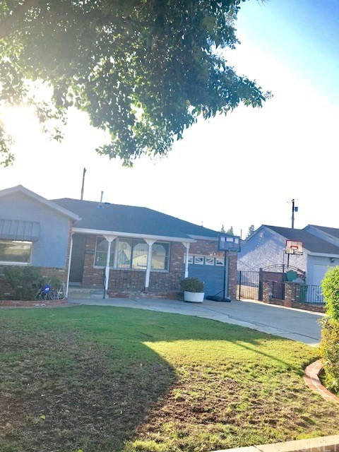 6857 Quakertown Avenue, Winnetka CA: http://media.crmls.org/mediascn/5e21db0b-0bb7-4d43-a3a1-5dafc36b813e.jpg
