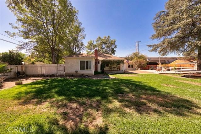10850 Foothill Boulevard, Lakeview Terrace CA: http://media.crmls.org/mediascn/5e378417-6d42-4084-abc1-48004ed7804e.jpg