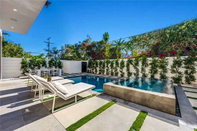 Additional photo for property listing at 411 N Laurel Avenue 411 N Laurel Avenue Los Angeles, California 90048 United States